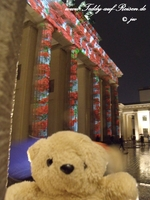 Teddy vor dem Brandenburger Tor